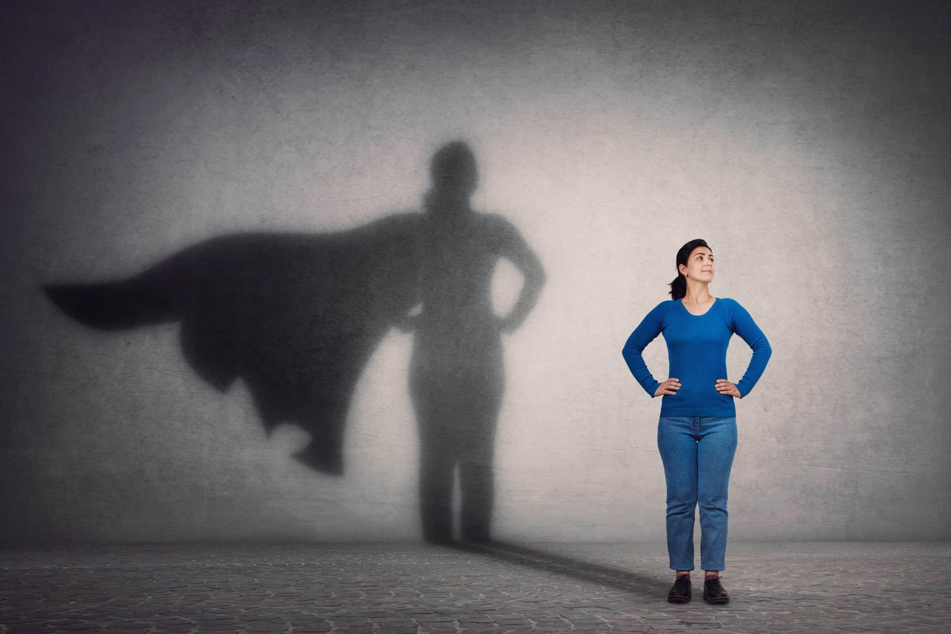 Bild på en kvinna som superhjälte